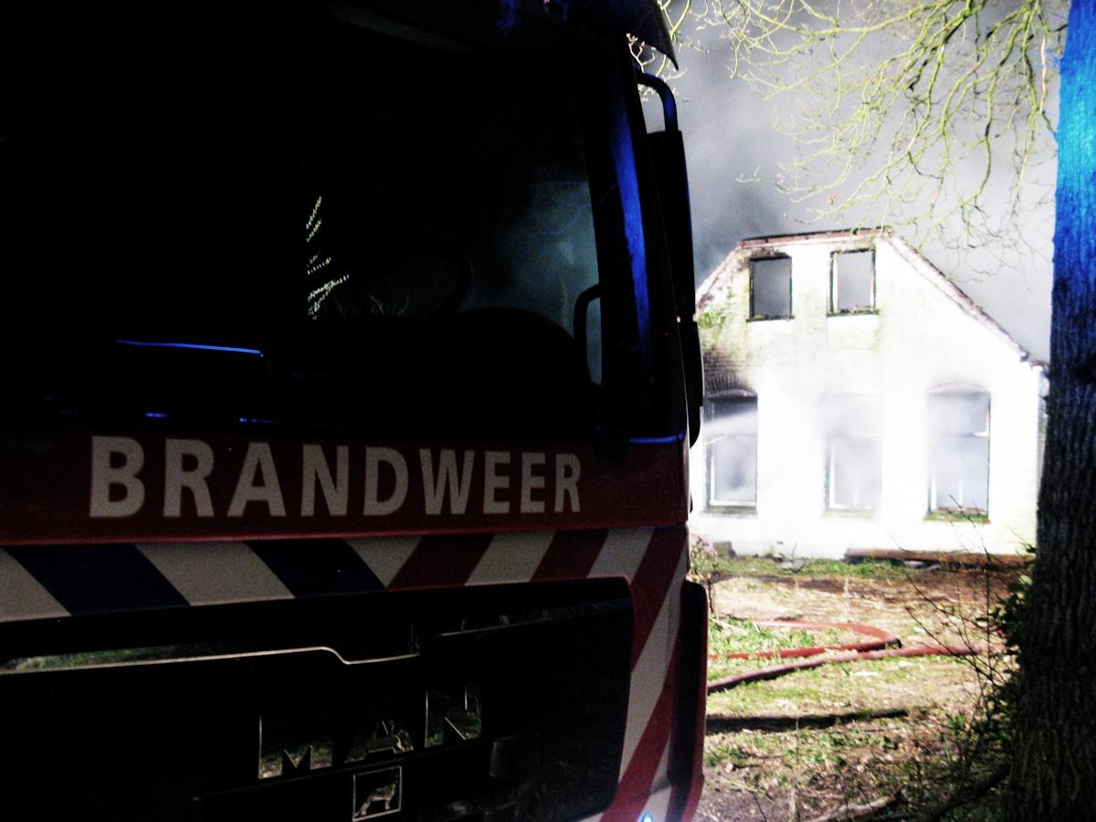 Woonboerderij verwoest door brand