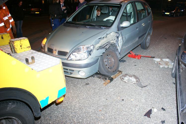 Auto's zwaar beschadigd bij aanrijding