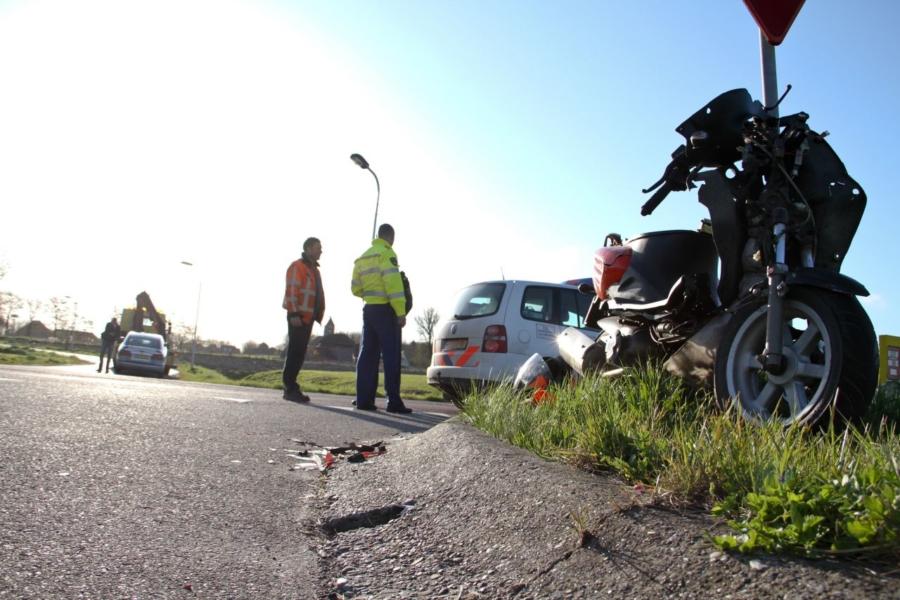 Scooter geschept door auto – N357