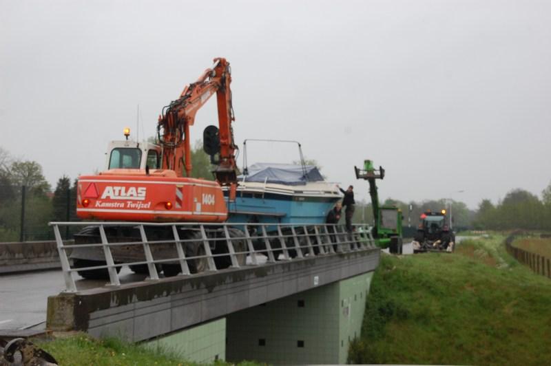 Boot valt van trailer na uitwijkmanoeuvre