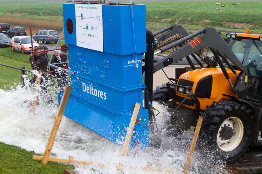 Start onderzoek naar effect van golfslag op dijken