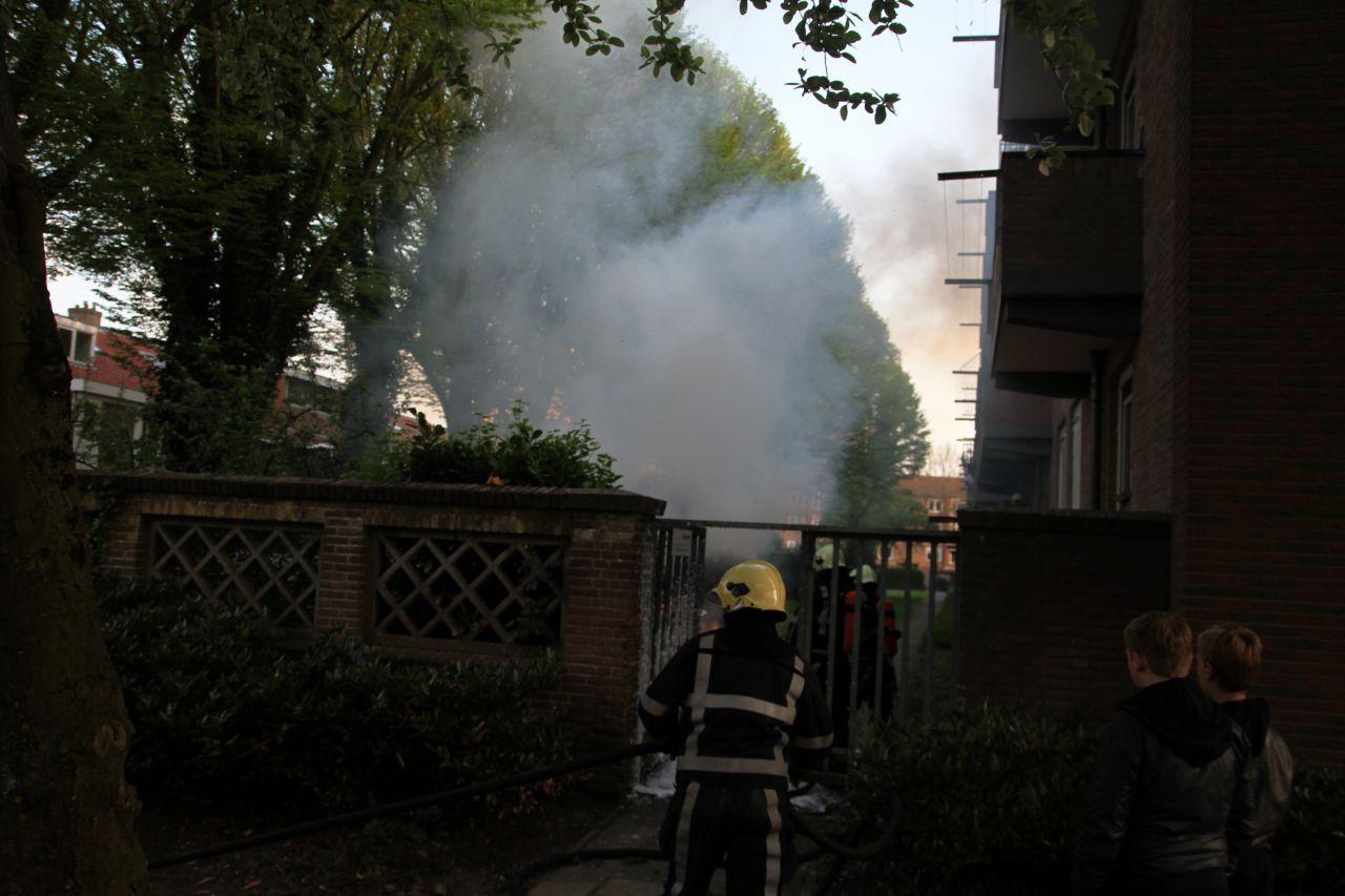 Kleine brand achter flat