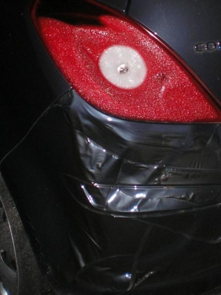 Auto beschadigd door afvalbrand