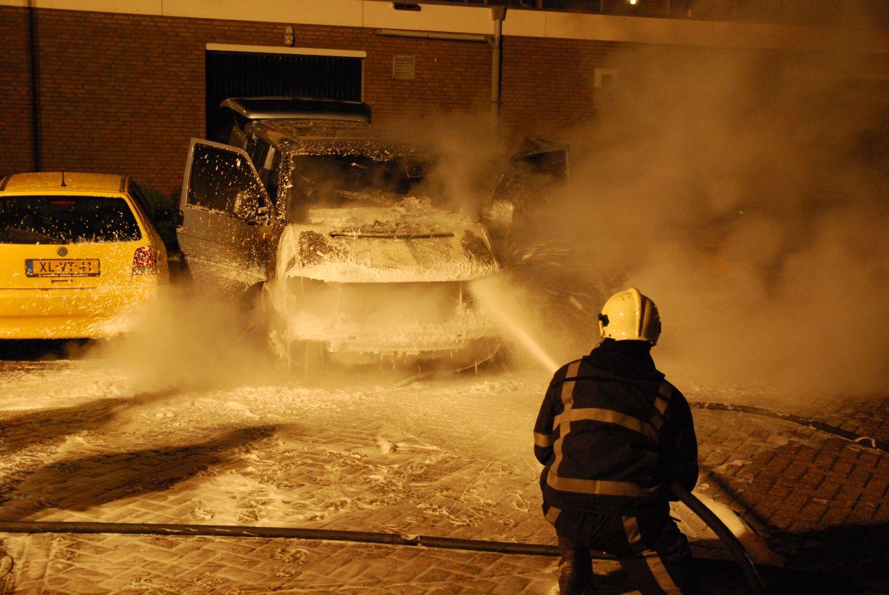 Busje verwoest door brand