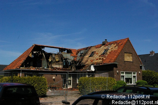 Brand in dak woonboerderij