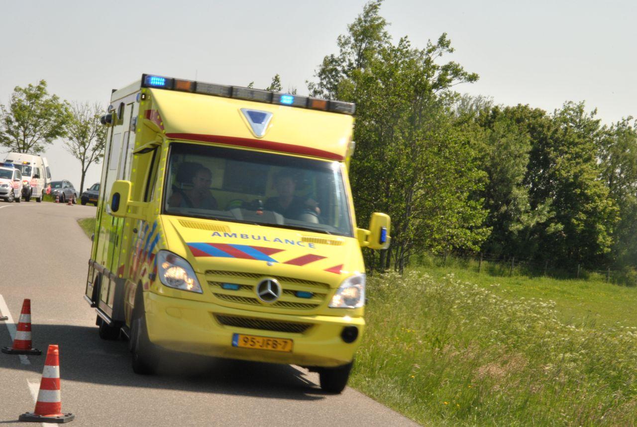 Motorrijdster gewond in weiland