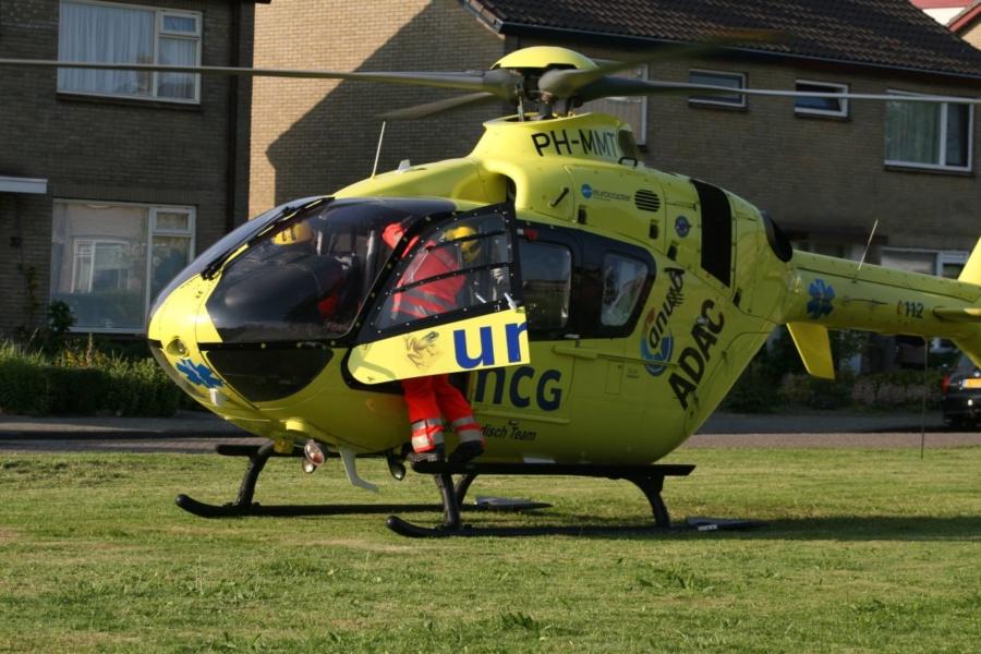 Traumahelikopter assisteert ambulancepersoneel