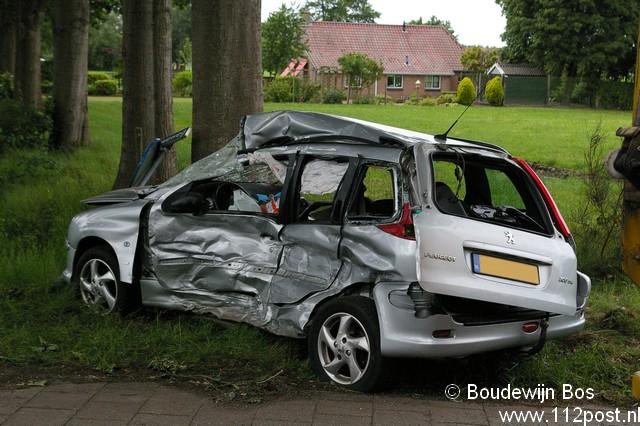 Ernstig ongeval tussen auto en vrachtwagen
