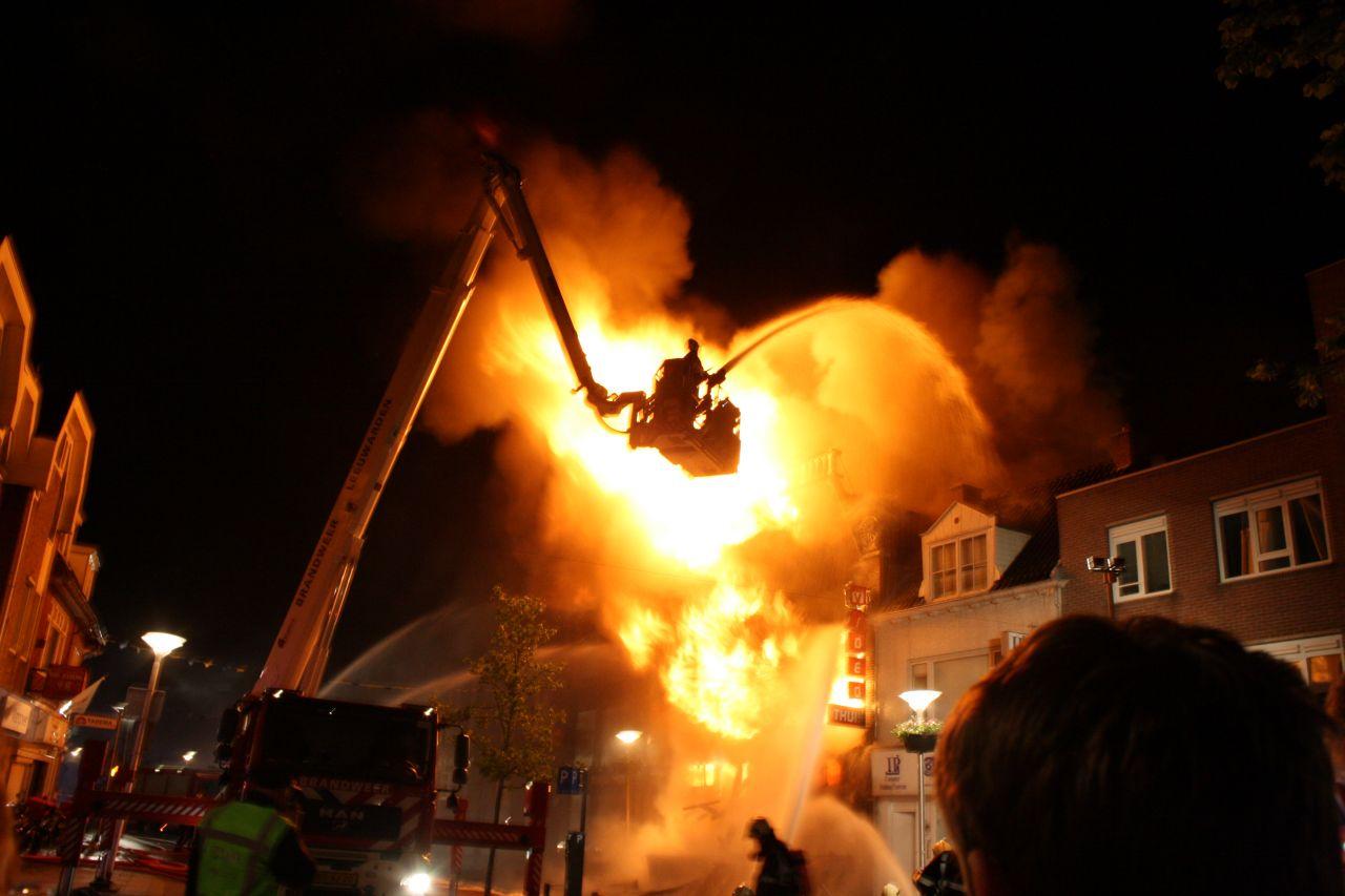 Vuurzee verwoest monumentaal winkelpand