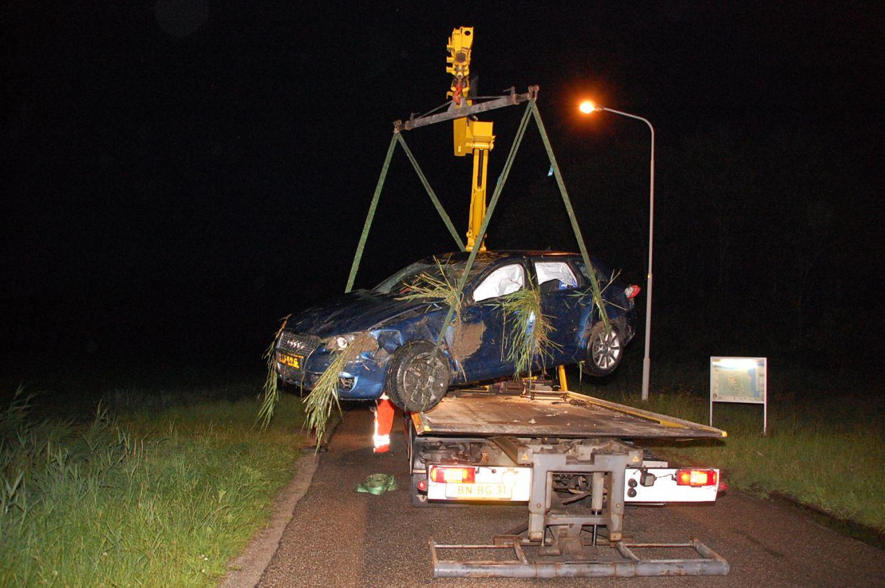 Auto met vier inzitenden beland in sloot