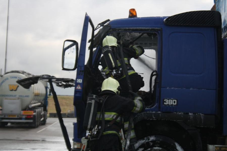 Brand verwoest vrachtwagen in Zurich