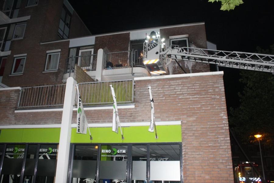 Brandweer redt hond uit brandende woning