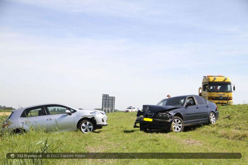 Slingerende automobilist veroorzaakt ongeval op A31