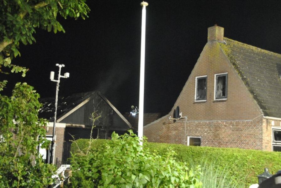Brand beschadigd woning en schuur