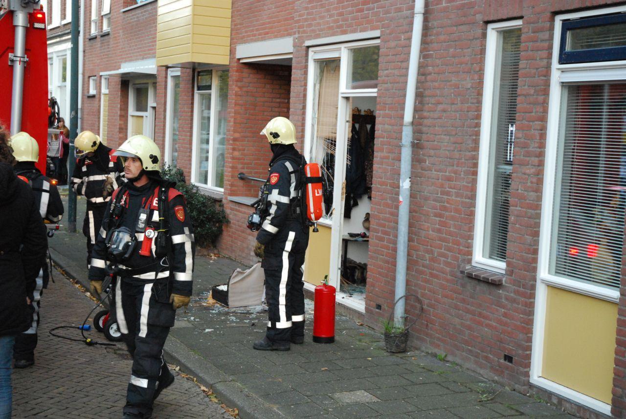Vrouw steekt eigen huis in brand