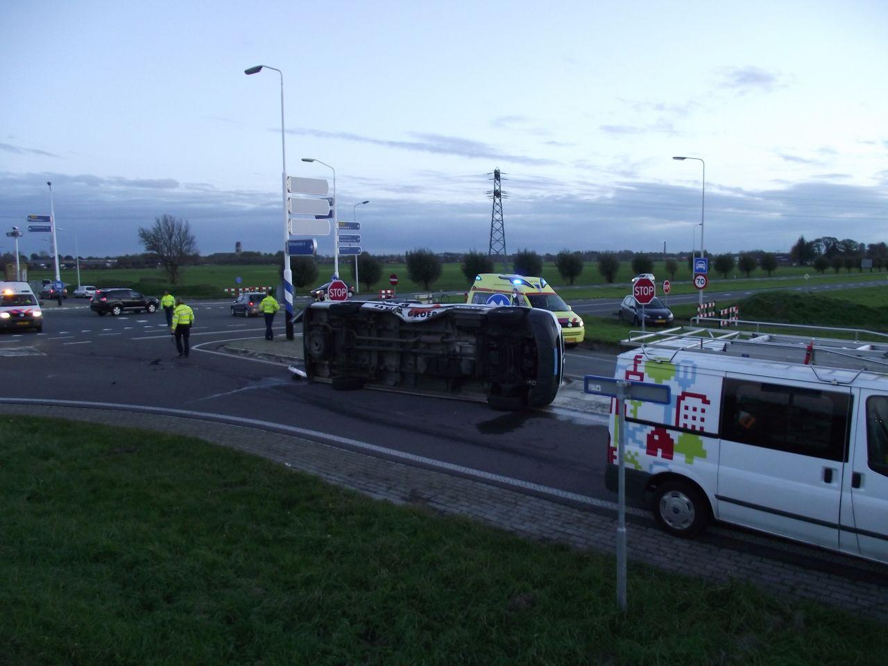 Taxibus op zijkant na ongeval