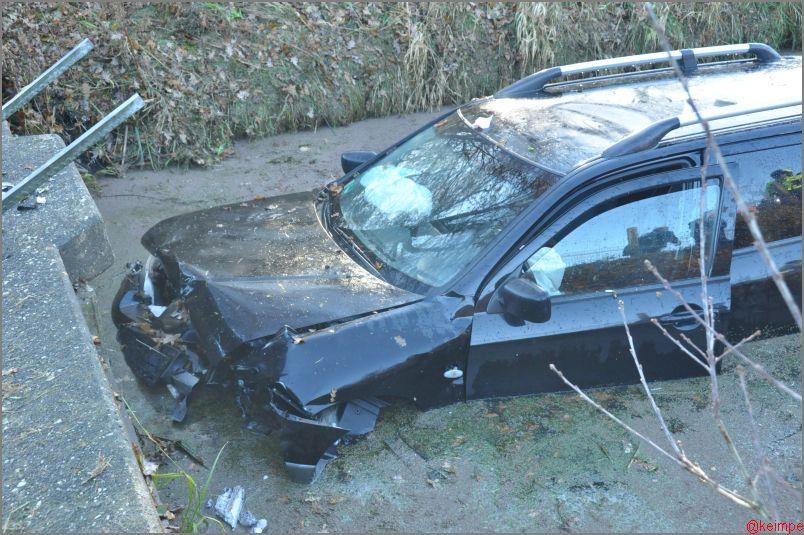 Auto in de sloot na onwelwording op A7