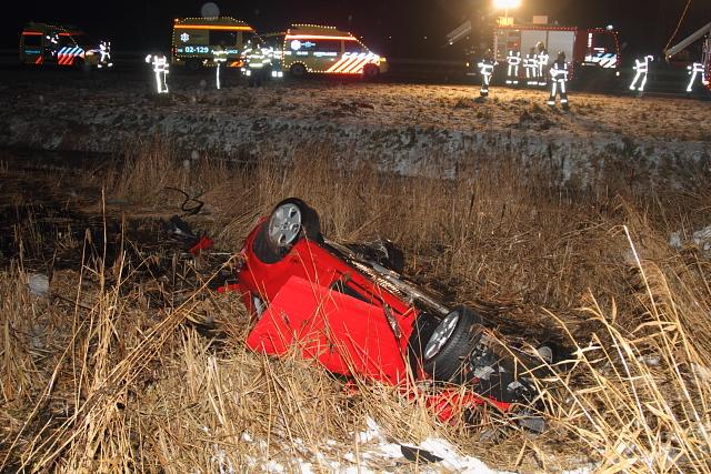 Man (45) overlijdt na crash met auto op A32