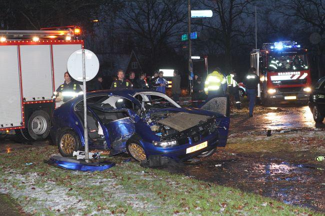 Auto tegen boom bij eenzijdig ongeval.