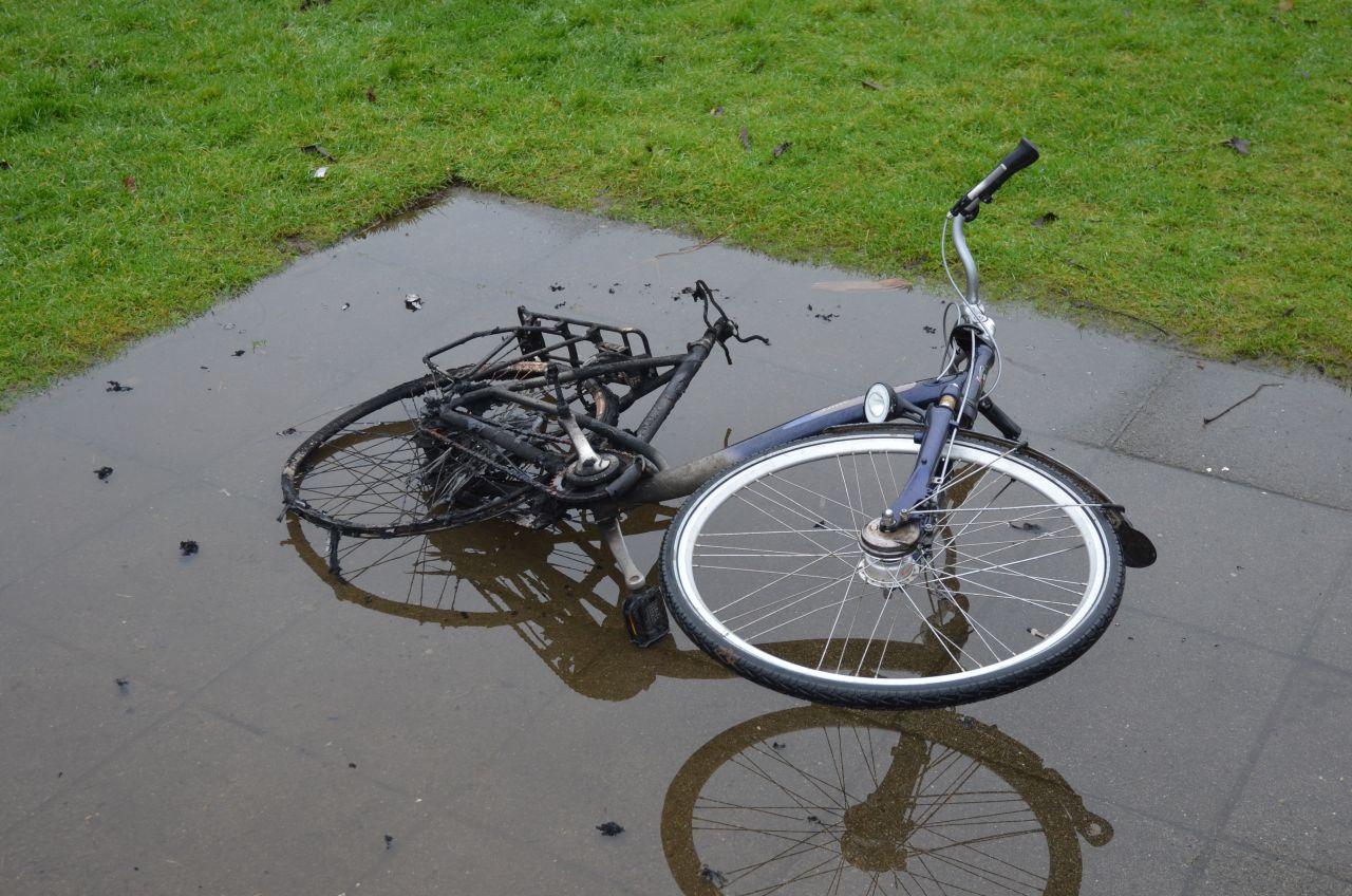 Brandende fiets snel geblust