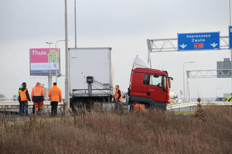 Vrachtwagen geschaard A32