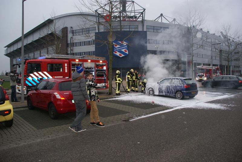 Auto brandt uit op Abe Lenstra Boulevard