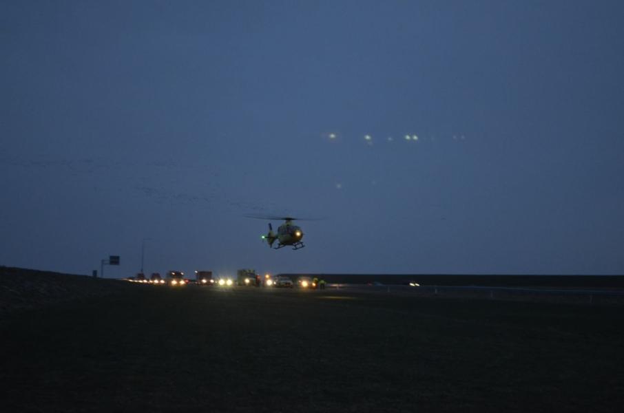 Hulpdiensten groots uitgerukt voor drenkeling Afsluitdijk