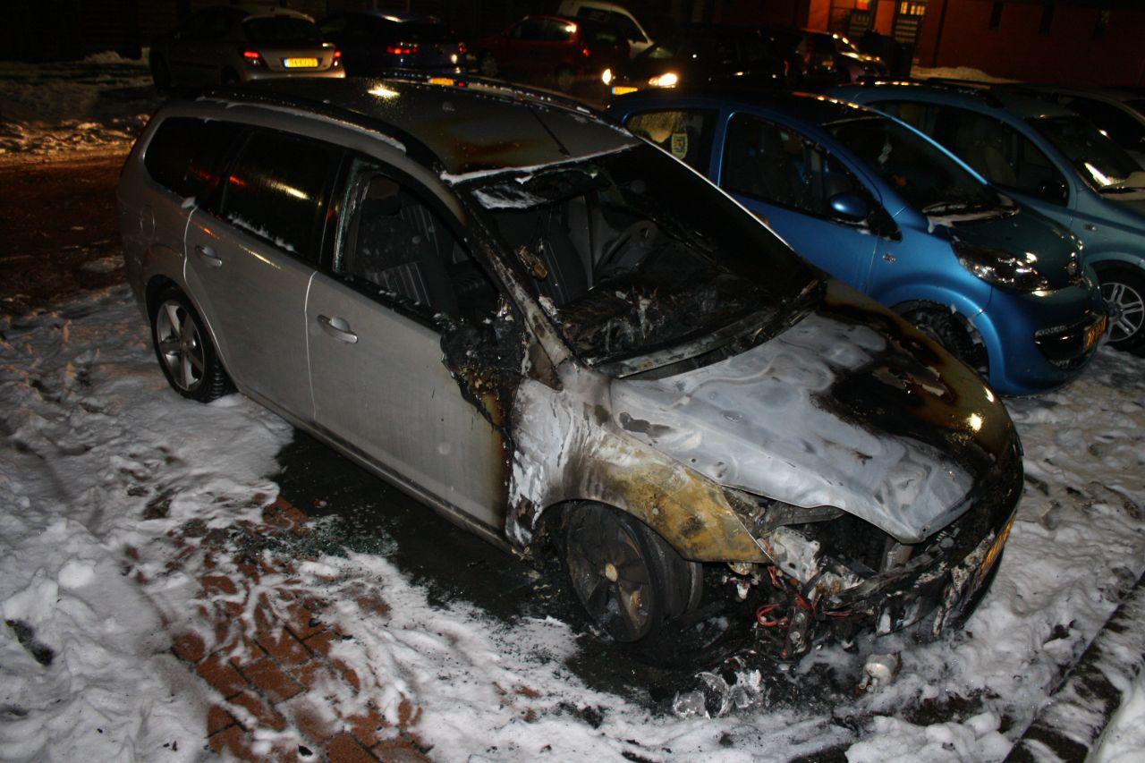Auto in lichterlaaie door vermoedelijk brandstichting