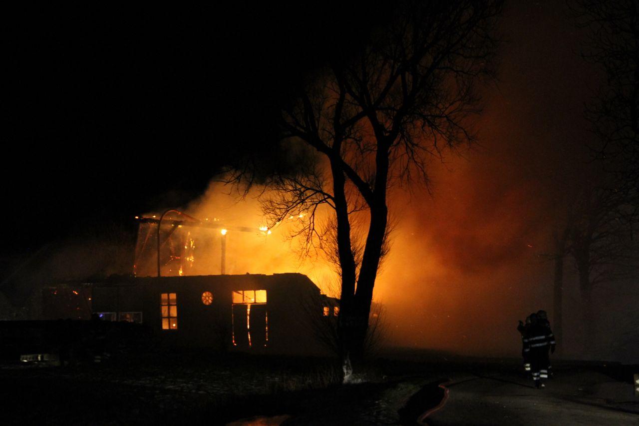 Schuur bij boerderij brandt af