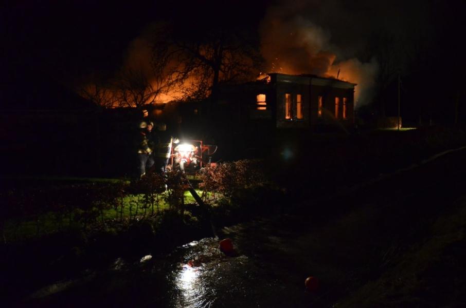 Uitslaande brand verwoest boerderij