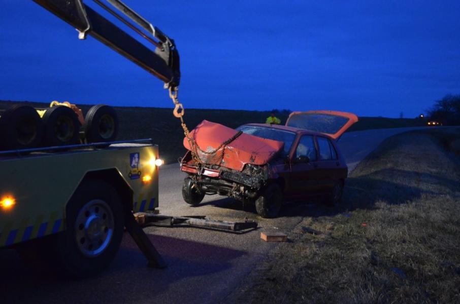 Auto in de sloot : bestuurder gewond