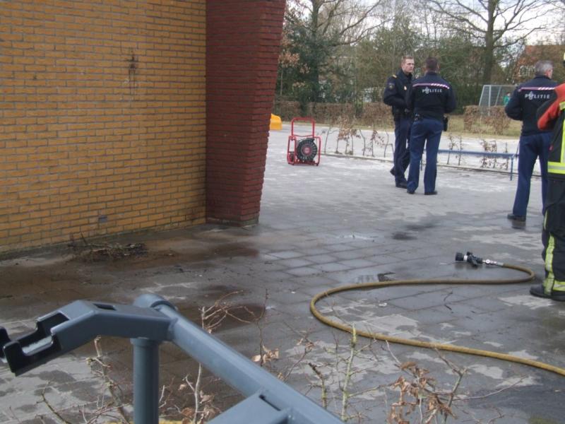Brandje tegen schoolgebouw tijdens vakantie