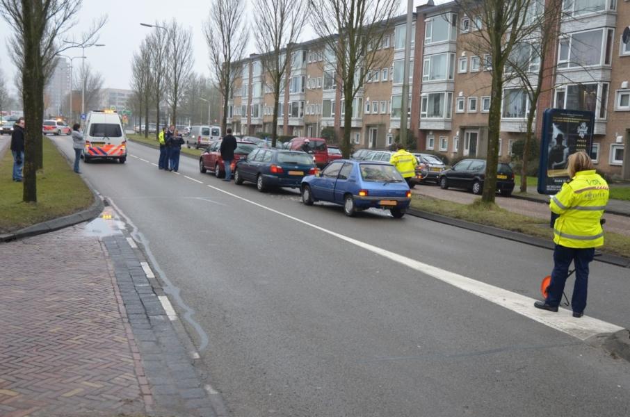 Drie auto's botsen : Een gewonde