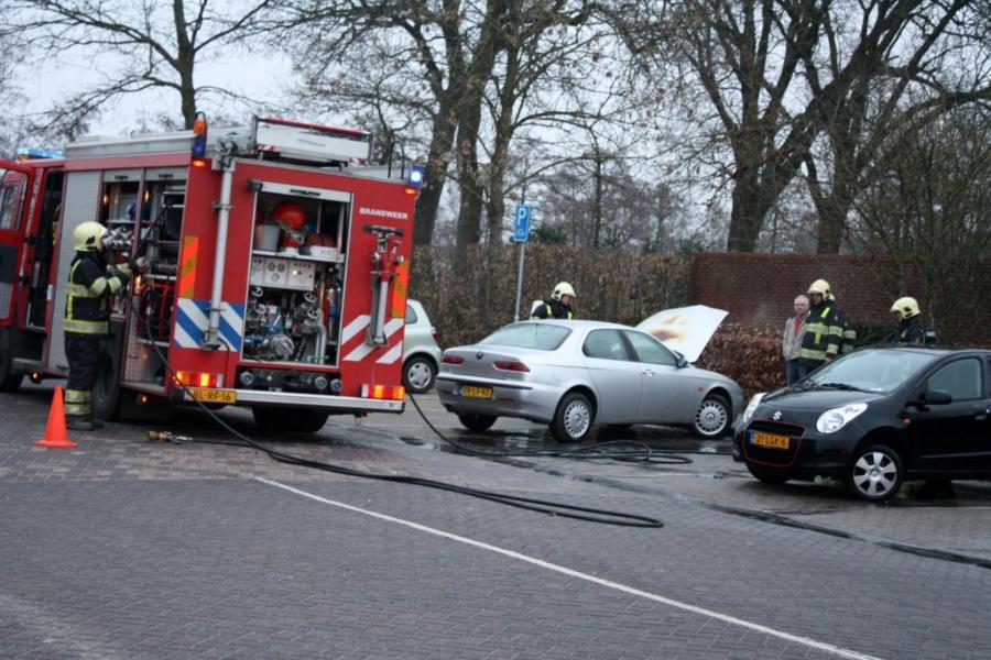 Auto in brand bij station Hurdegaryp