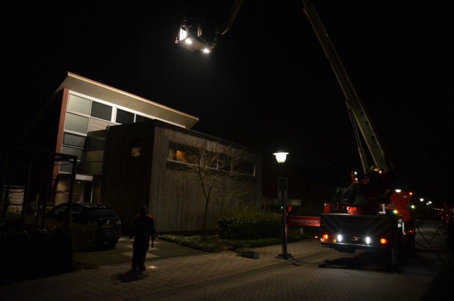 Schoorsteen geveegd door brandweer