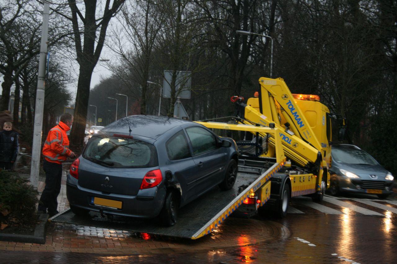 Zeven auto's beschadigt door dolle rit