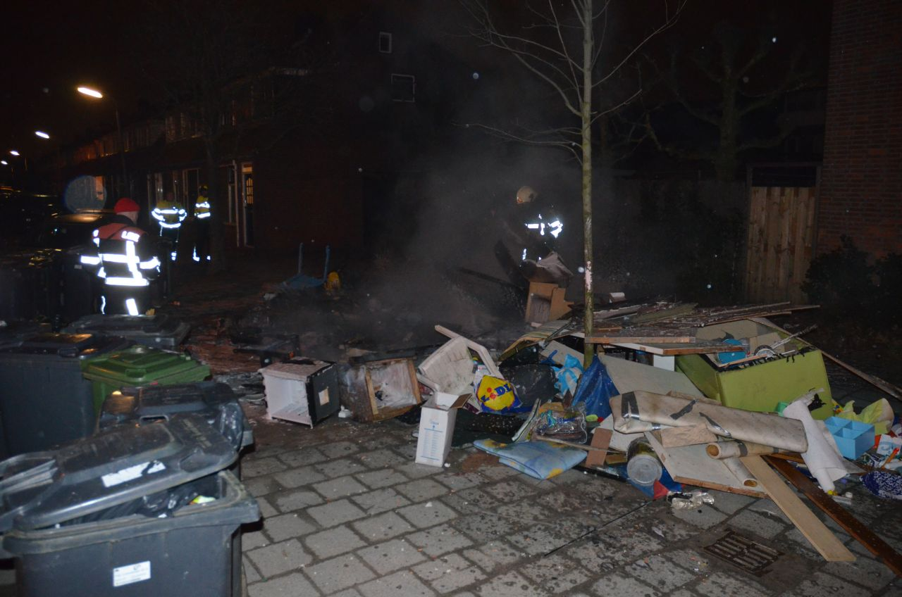 Bult grofvuil in brand
