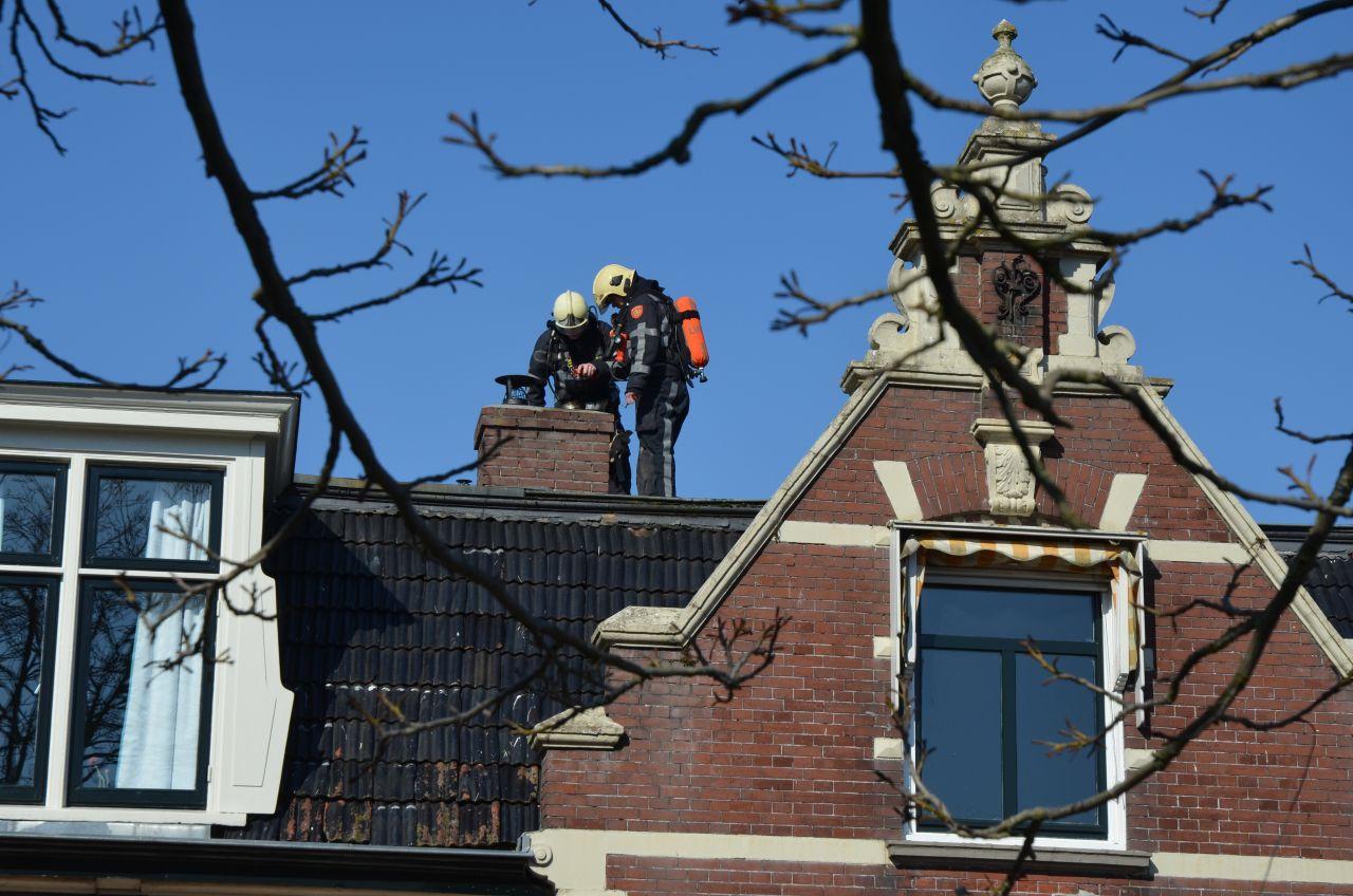 Brandweer controleert schoorsteen