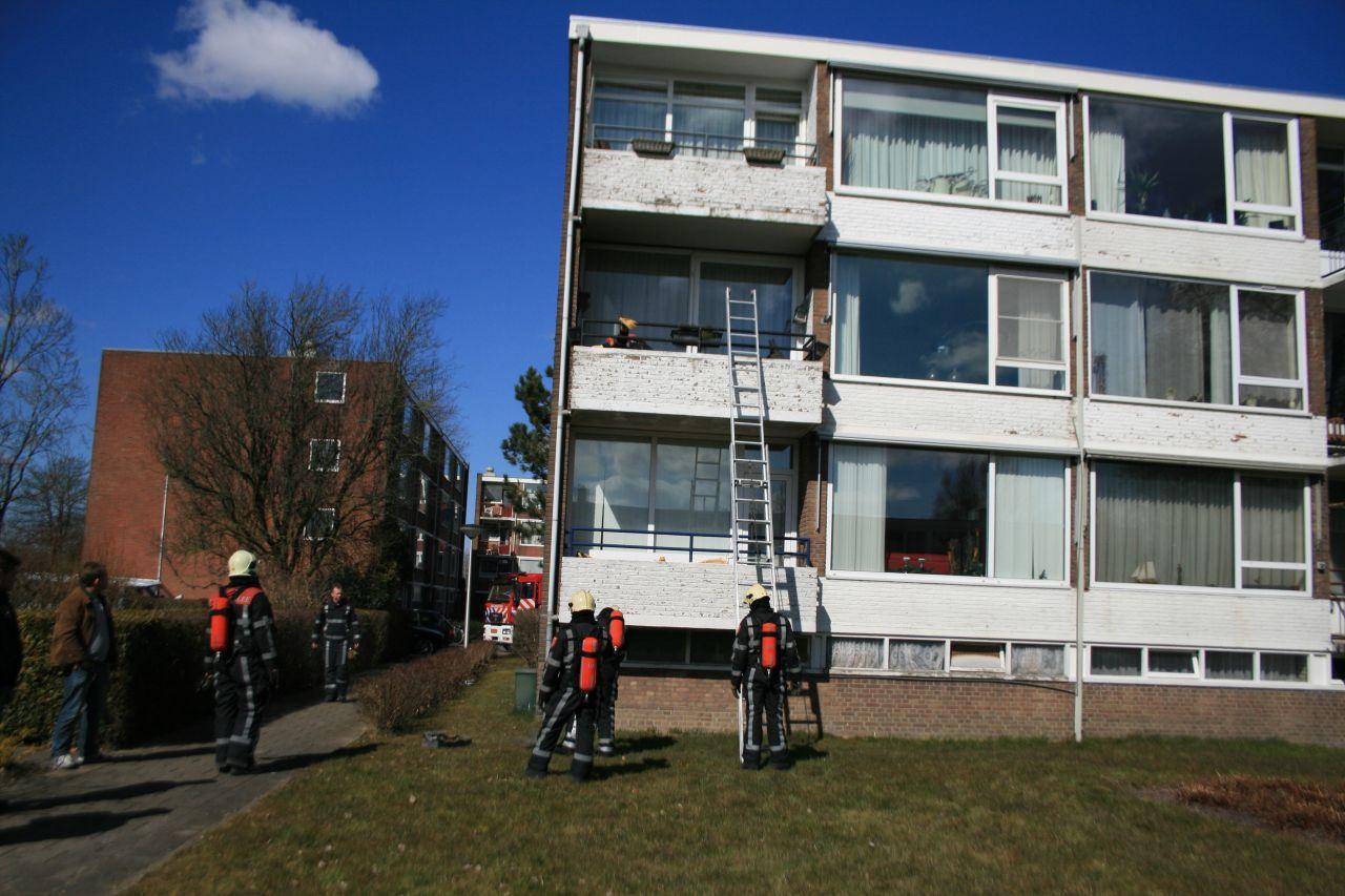 Plantenbak in vuur en vlam op balkon