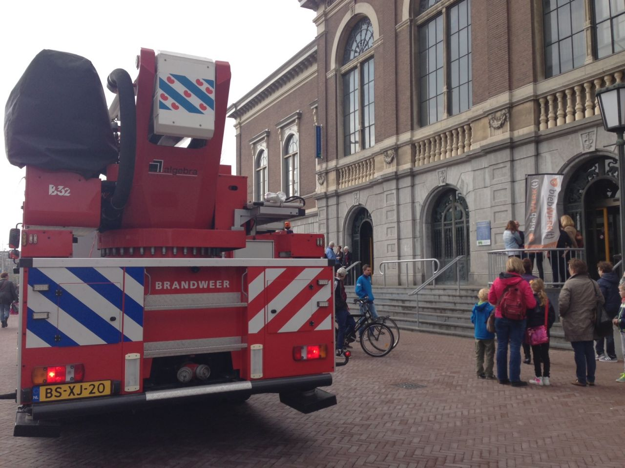Brand in bibliotheek tijdig bedwongen