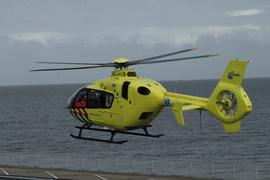 Afsluitdijk afgesloten voor landing traumaheli
