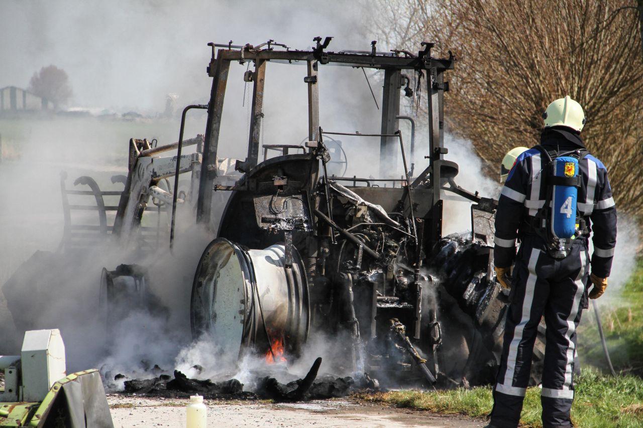 Tractor uitgebrand tijdens koffiedrinken?