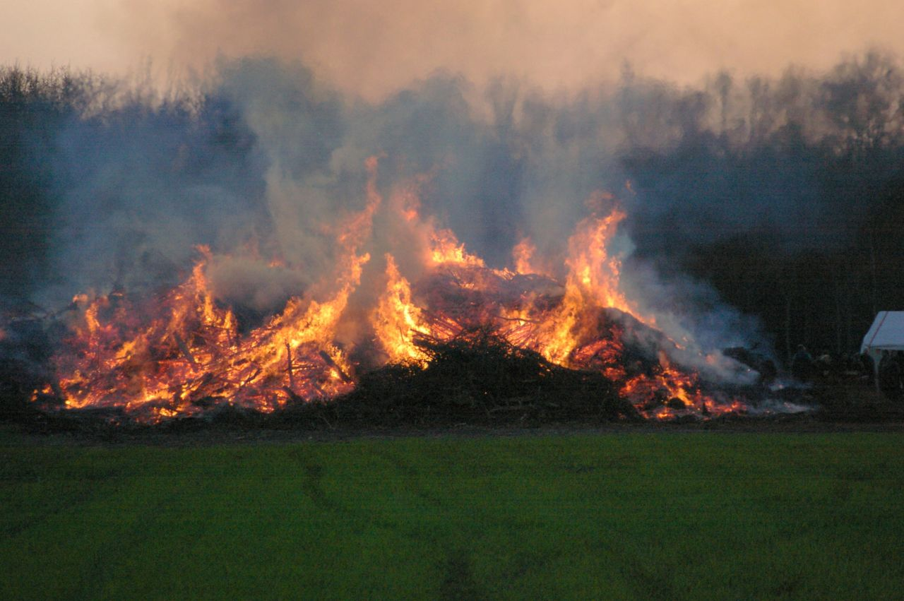 Brandweer gealarmeerd voor afvalverbranding