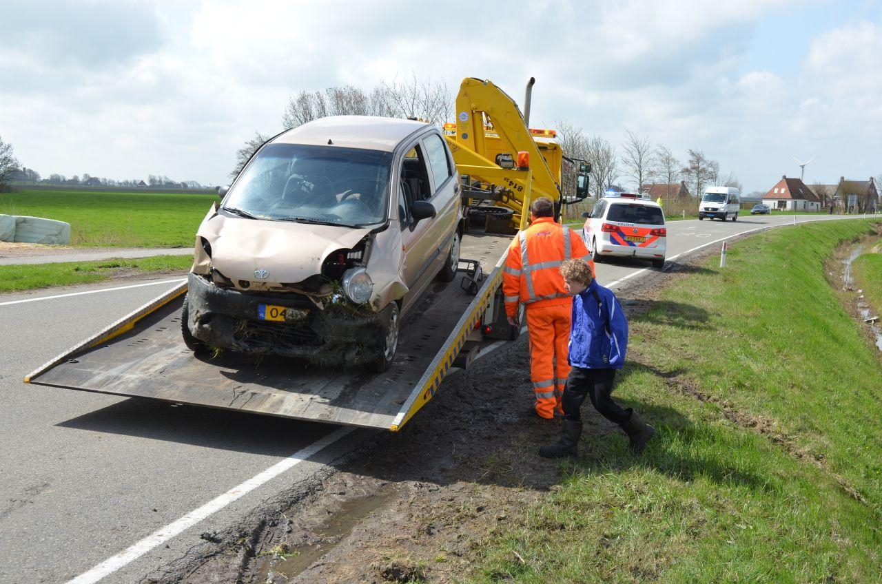 Auto te water : Twee gewonden