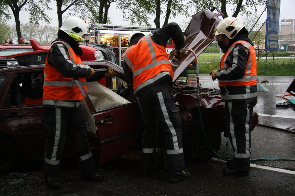 Brandweer Fryslân oefent kettingbotsing na helikoptercrash