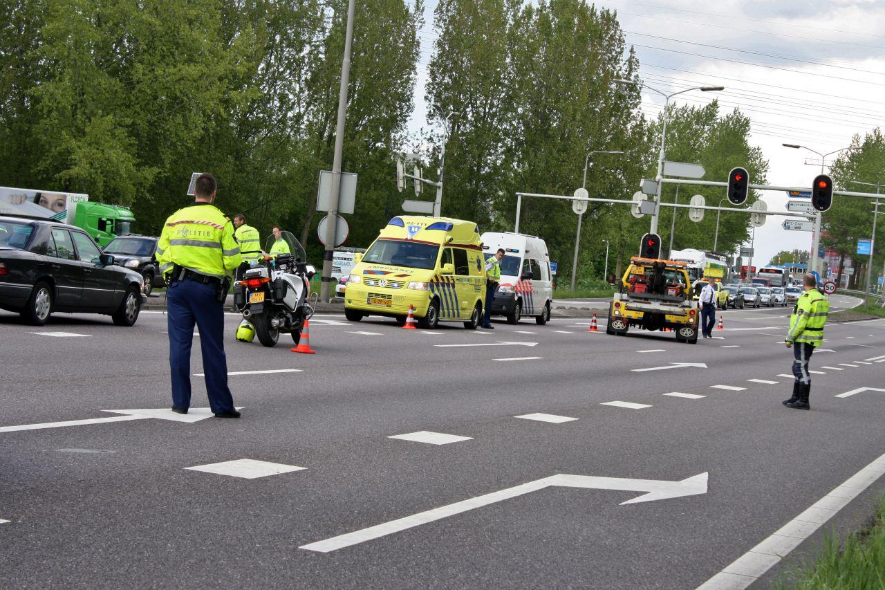 Drie gewonden bij kop-staart aanrijding