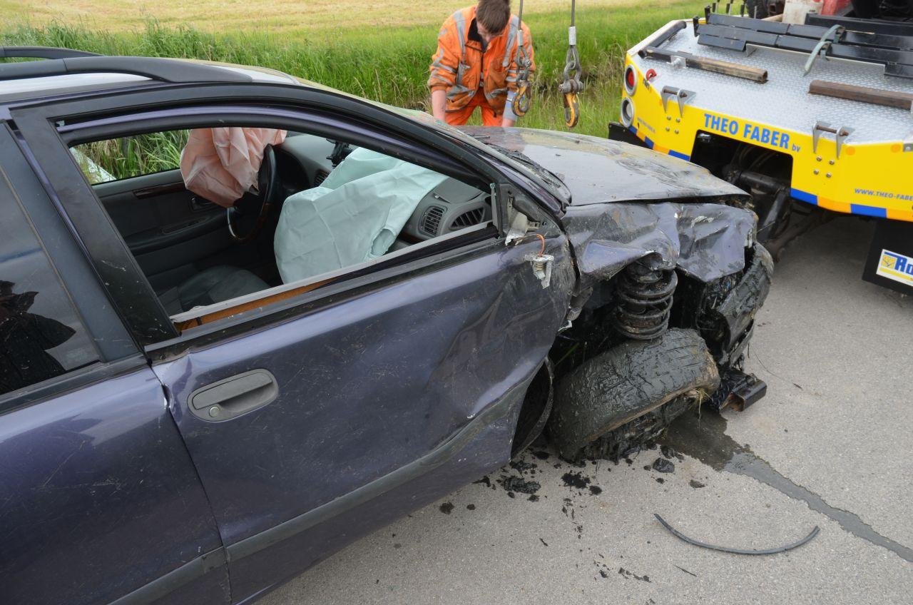 Auto in de sloot: bestuurder verdwenen