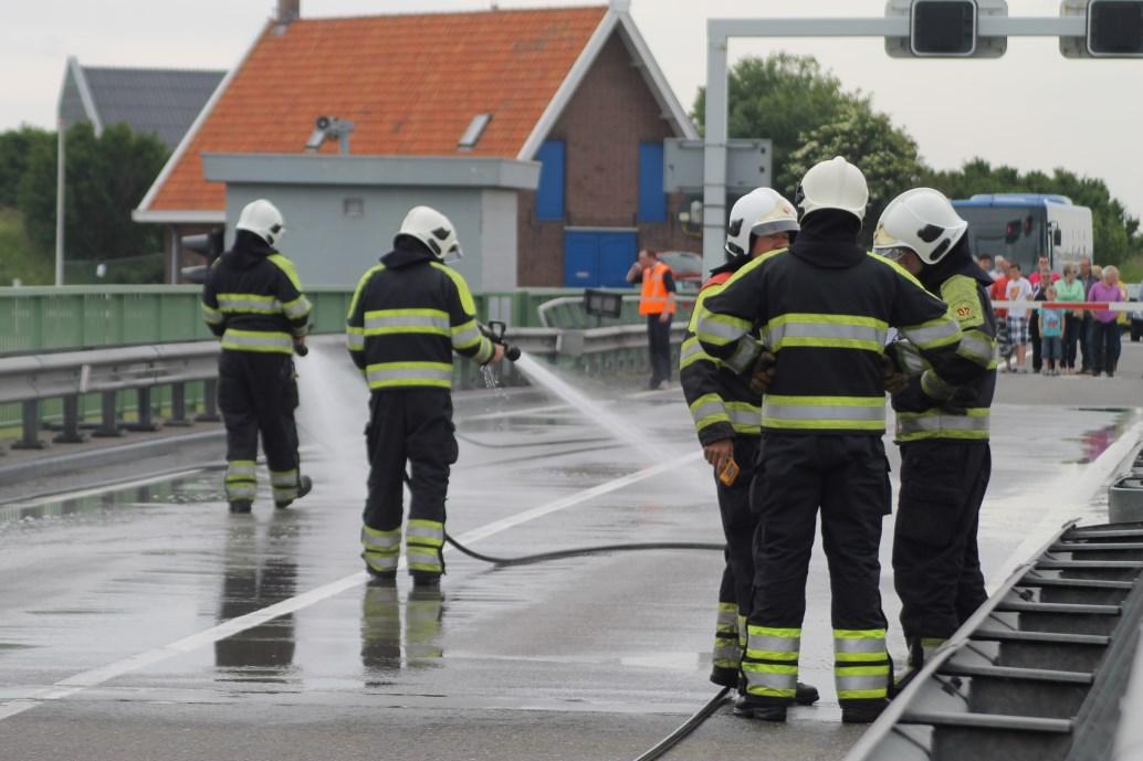 Storing in brug Afsluitdijk: uren file