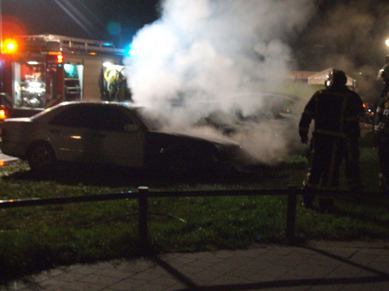 Auto's branden uit in Jubbega