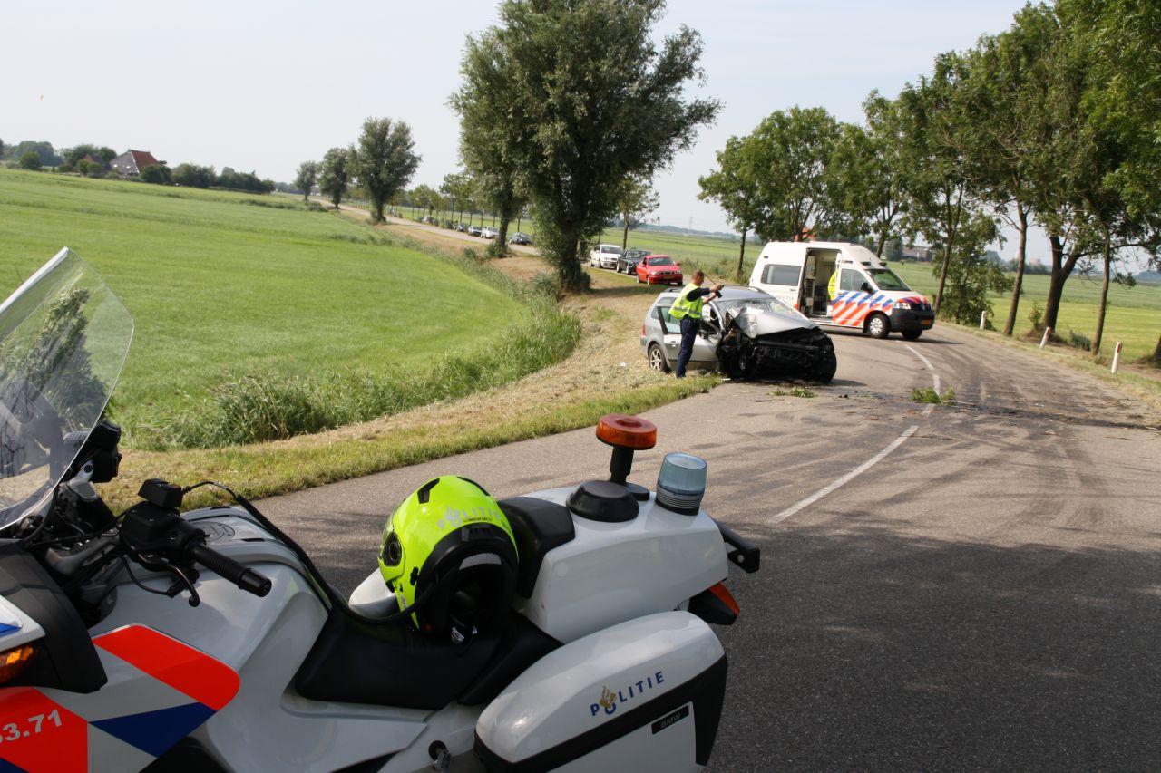 Auto tegen boom: één gewonde